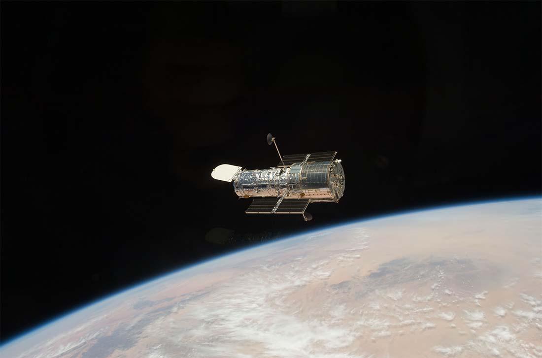 NASA's Hubble telescope: Does it work like a phone lens?